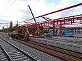 Praha-Hostivař, výstavba zastřešení 2. nástupiště (01).jpg