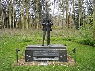 Rhodesian Light Infantry - The Trooper, the RLI's regimental statue, on the grounds of Hatfield House in England in 2014