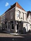 foto van Huis en gevel op de hoek St. Domusstraat