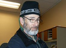 Man wearing a tuque. 76798b564c4