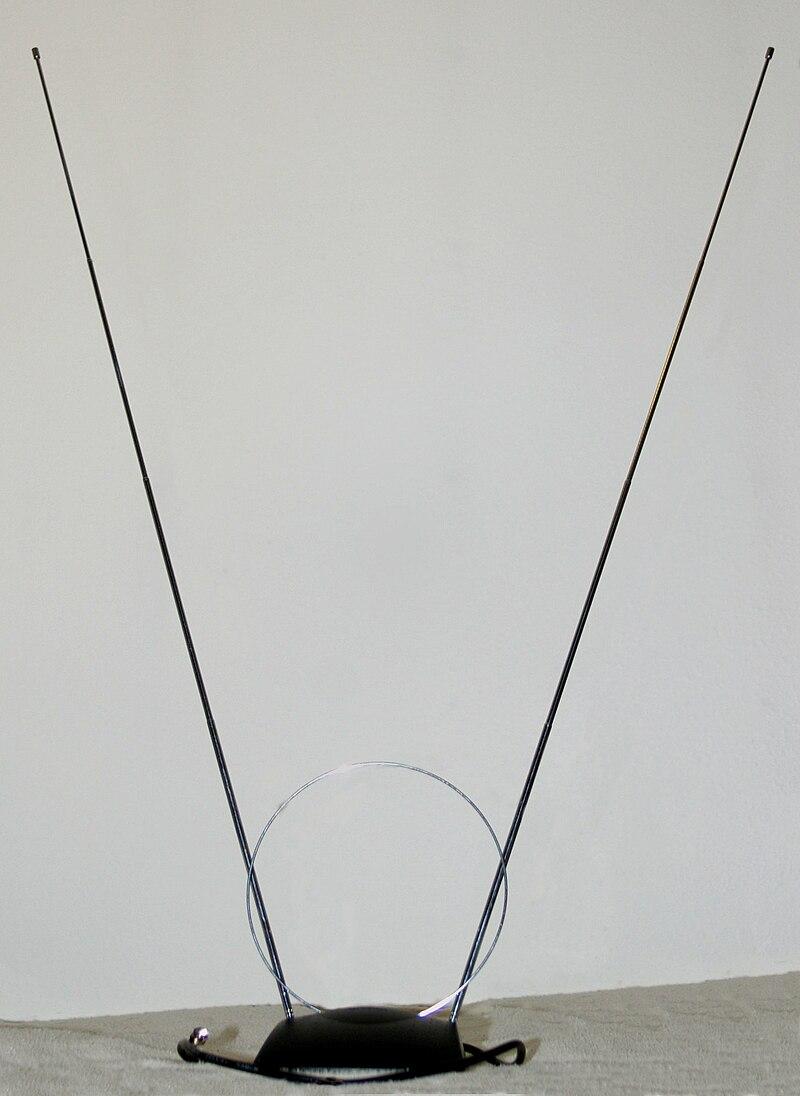 Rabbit-ears dipole antenna with UHF loop 20090204.jpg