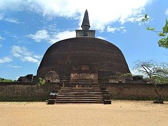 Rankoth Vehera - Golden-Pinnacle Stupa
