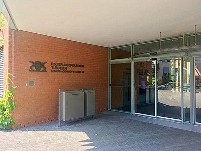 Regierungspräsidium Tübingen Eingang.jpg