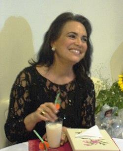 57e7b87f4 Regina Duarte em 2010, em um evento comemorativo dos seus 45 anos de  carreira