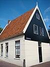 foto van Huis met hoog zadeldak