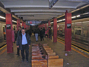47th–50th Streets–Rockefeller Center (IND Sixth Avenue Line) - Uptown and Queens platform
