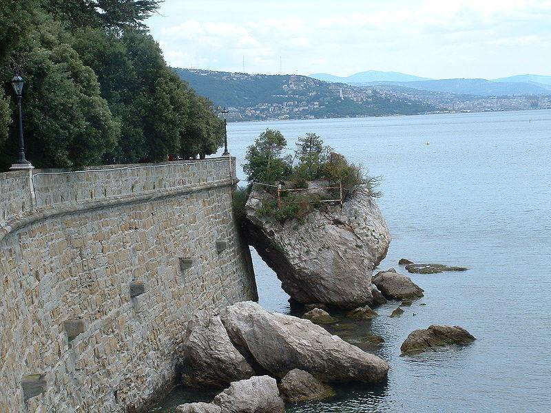 http://upload.wikimedia.org/wikipedia/commons/thumb/2/22/Rocks_at_Miramare_Castle.JPG/800px-Rocks_at_Miramare_Castle.JPG