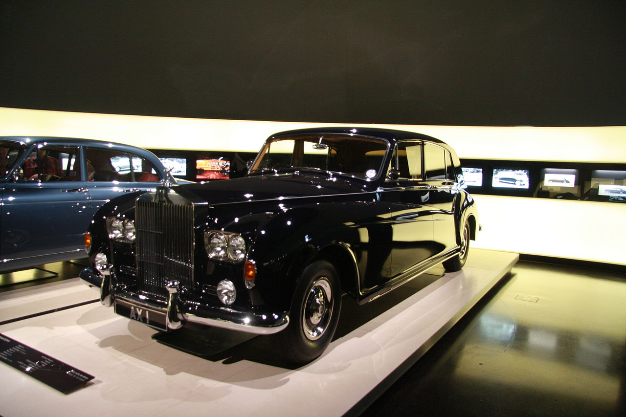 file rolls royce phantom v in bmw museum in munich bayern jpg wikimedia commons. Black Bedroom Furniture Sets. Home Design Ideas