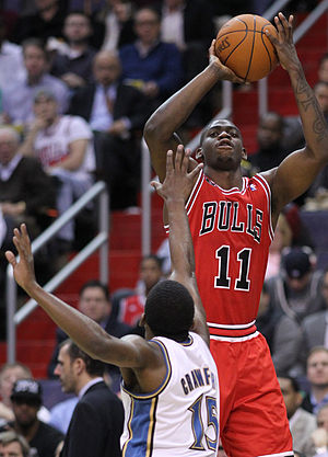 Ronnie Brewer - Brewer shoots over Jordan Crawford during his first tenure with the Bulls
