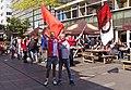 Rotterdam-Lijnbaan, Feyenoord-supporters met vlag in de pauze van de kampioenwedstrijd IMG 6770 2017-05-14 15.28.jpg