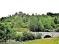 Ruines du château et clocher du village.jpg