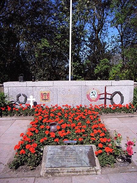 File:Russen begraafplaats Loladze Texel.jpg
