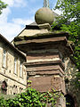 Säule am Eingang der Altstadtkirche St. Maria in vinea in Warburg 01.jpg