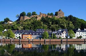 Die Burgruine über der Altstadt Saarburgs