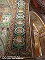 San Vitale - particolare volta con medaglioni musivi di santi.jpg