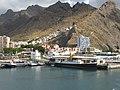 Santa Cruz de Tenerife, Muelle Norte con el histórico vapor La Palma, y montaña de Paso Alto, Islas Canarias, España.jpg