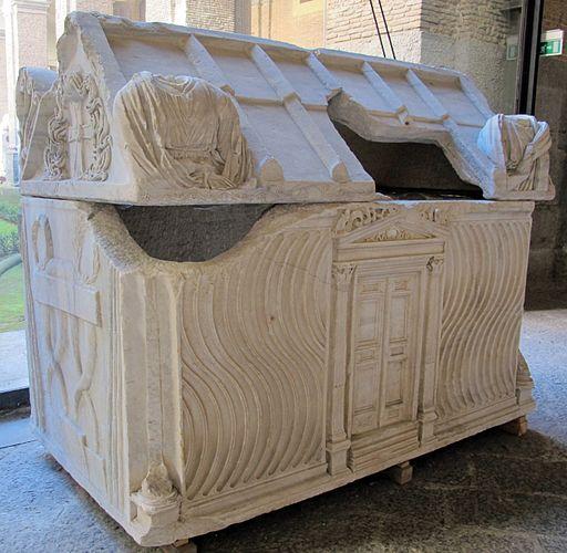 Sarcofago romano del III sec, riciclato per Ruggero I d'Altavilla, da ss. trinità di Mileto (Calabria), 264739, 01