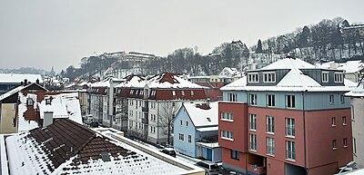 Schleifmühleweg mit Hohentübingen im Winter (2010).jpg