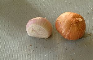 Shallot - Sliced and whole shallots