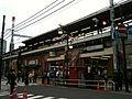 Shimbashi Station Karasumori-entrance (2010-05-08 17.20.14).jpg