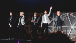 Shinee at the SMTown Live World Tour IV in Taiwan 03 cropped.png