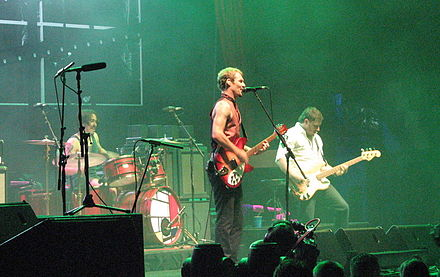 Silverchair performing on the Across the Great Divide Tour in September 2007. Silverchair-AcrossTheGreatDivide.jpg
