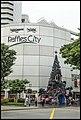 Singapore Raffles City Christmas Tree-1 (24084106111).jpg