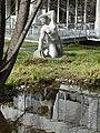 Skulptur, Kniende, 1945, im Garten des Universitätsspital Basel 0.jpg