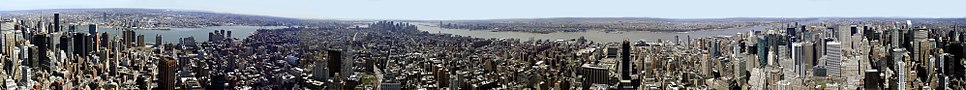A 360° panoramic view of New York City from the 86th-floor observation deck of the Empire State Building, spring 2005. East River is to the left, Hudson River to the right, south is near center.