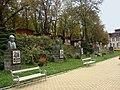 Slănic Moldova, în parc, statui vipuri -) - panoramio.jpg