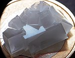 Sodiumchloride crystal 01.jpg