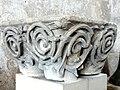 Soissons (02), musée municipal, chapiteaux provenant de l'église Saint-Yved de Braine, fin XIIe s., inv. d.2003.2.87.jpg