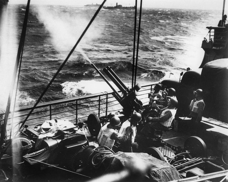 File:StateLibQld 1 99532 American troops enroute to Australia on board troop ships, April 1942.jpg