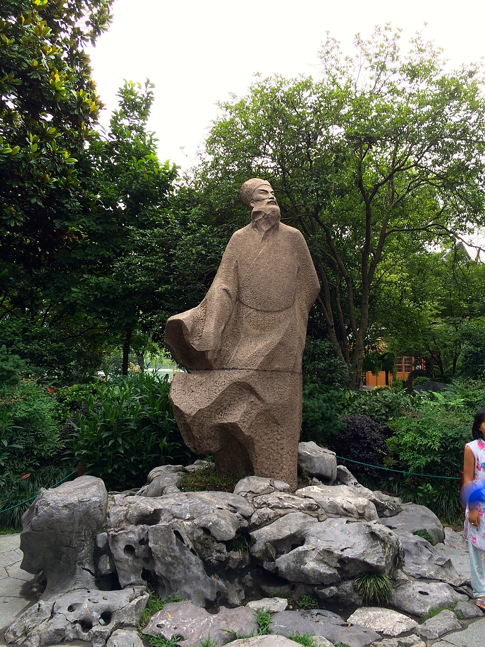 Statue of Su Shi at the end of Su Causeway in Hangzhou.JPG