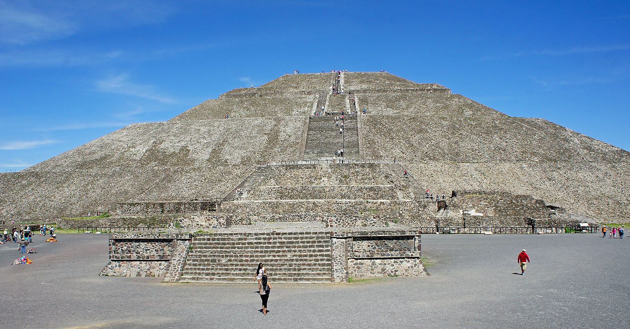 a history and description of teotihuacan With its pyramids, the largest built in the pre-hispanic epoch (those of the sun and moon), its majestic avenue of the dead, bordered by a multitude of pal.
