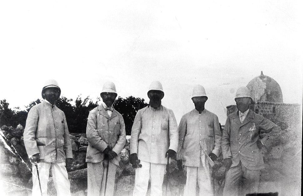 THEODOR HERZL WITH A ZIONIST DELEGATION IN JERUSALEM IN 1898. תאודור הרצל עם המשלחת הציונית בירושלים - שנת 1898