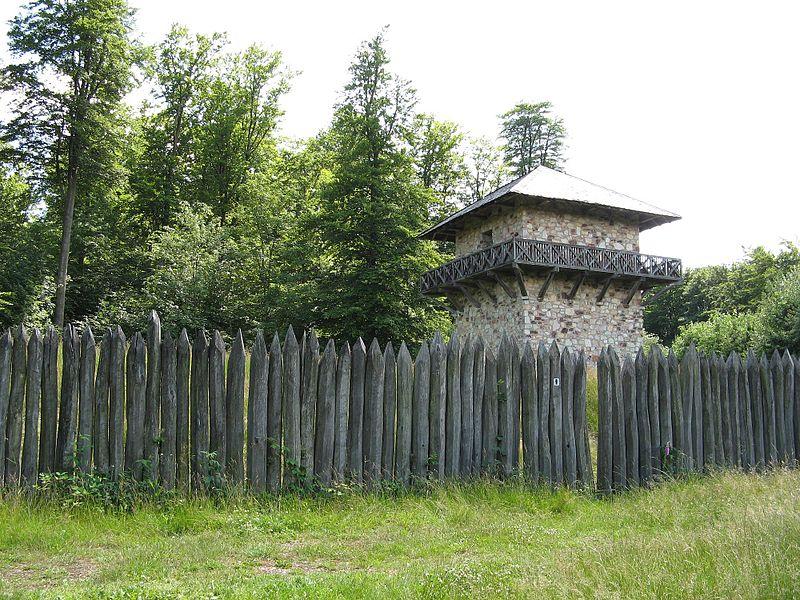 File:Taunusstein - Limes Wachturm.jpg