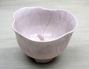 Satsuma ware - White glaze Satsuma tea bowl in shape of lotus leaf, Edo period, 17th century