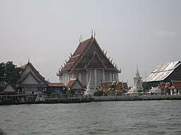 Temple in Bangkok.jpg