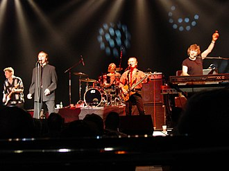 The Zombies - The Zombies performing live in 2008 Left to right: Keith Airey (guitar), ColinBlunstone (vocals), Steve Rodford (drums), JimRodford (bass), RodArgent (keyboards)