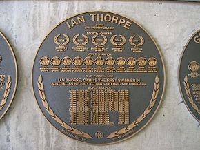 Plaque murale ronde, avec le palmarès de Thorpe.