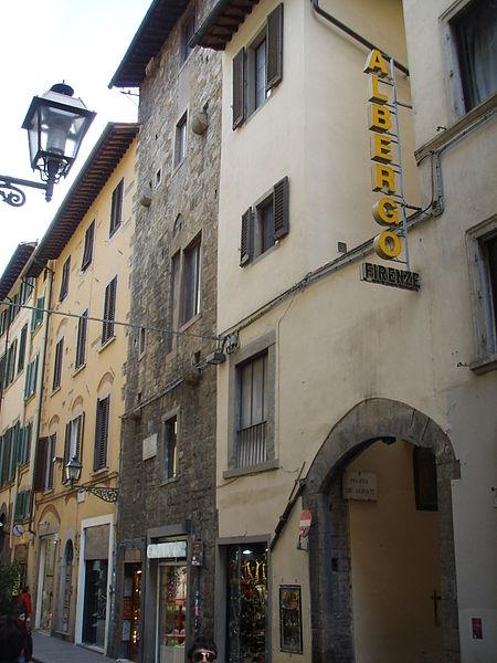 http://upload.wikimedia.org/wikipedia/commons/thumb/2/22/Torre_dei_donati_01.JPG/450px-Torre_dei_donati_01.JPG