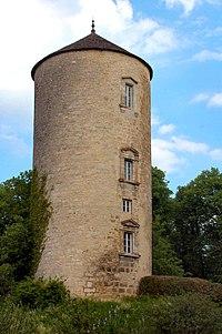 Tour du château de Clairvaux.jpg