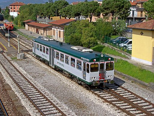 Trenord ALn 668 145 Iseo 20120428