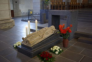 St. Matthias' Abbey - Monumental effigy over the Apostle's grave