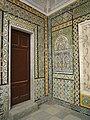 Tripoli - Gurgi-Moschee 1833 bis 34 erbaut,Türe und Fayencenwand.jpg