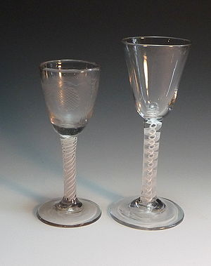 Wine glass - Pair of 18th century opaque twist stem glasses