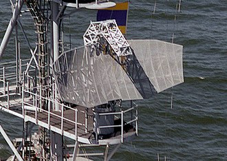 AN/SPS-40 - Image: USS Trenton (LPD 14) SPS 40 antenna