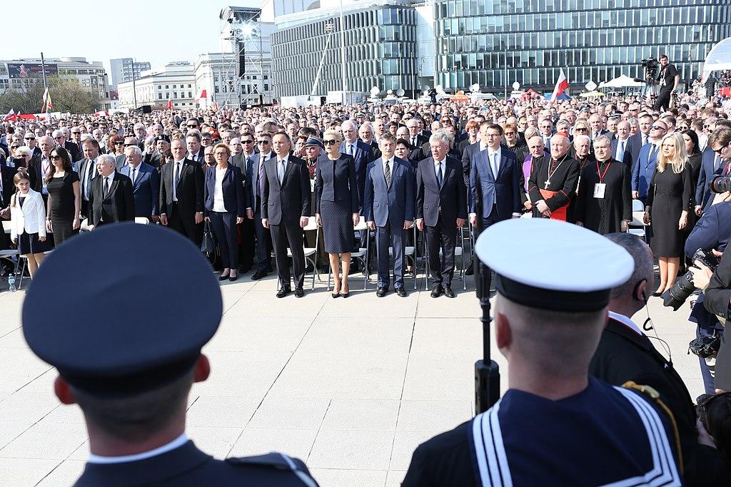 Uroczystości 8. rocznicy tragedii pod Smoleńskiem / Kancelaria Sejmu / Krzysztof Białoskórski /Wikipedia