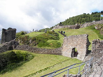 Urquhart Castle south.jpg